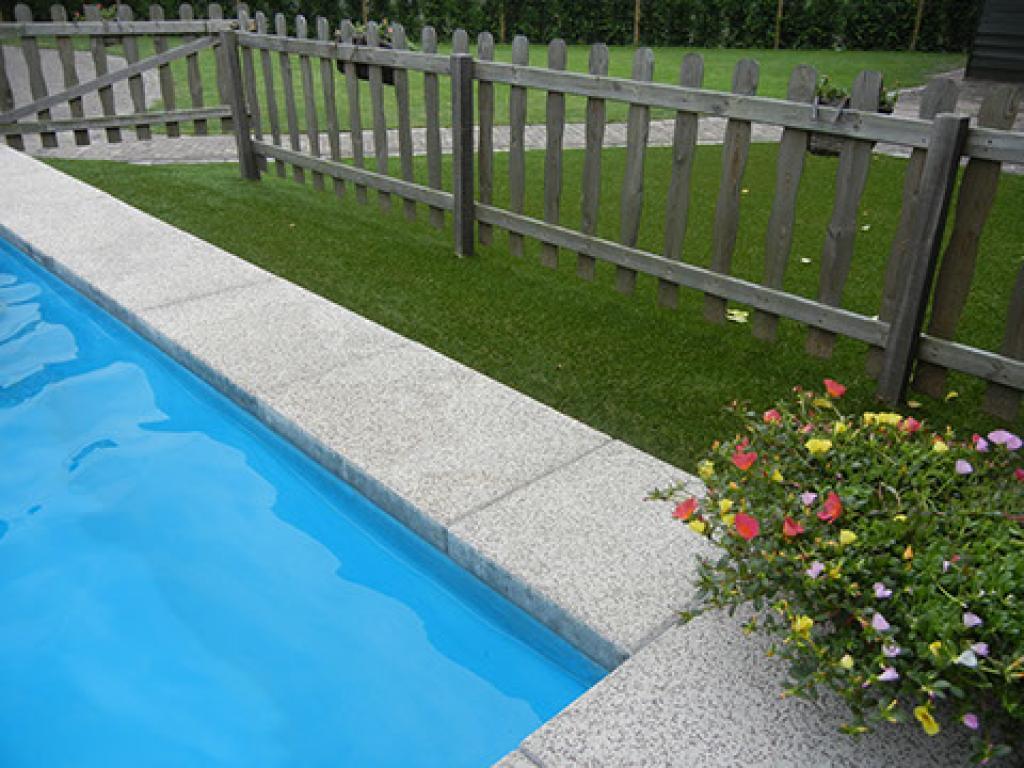 Kunstgras projecten en voorbeelden garden sense for Zwembad leggen